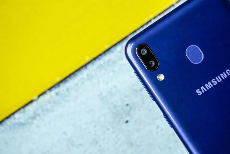 Đánh giá Samsung Galaxy M20 (1)
